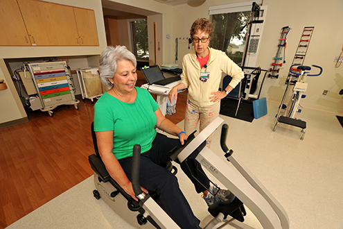 woman receiving orthopedic outpatient rehab at lifespan